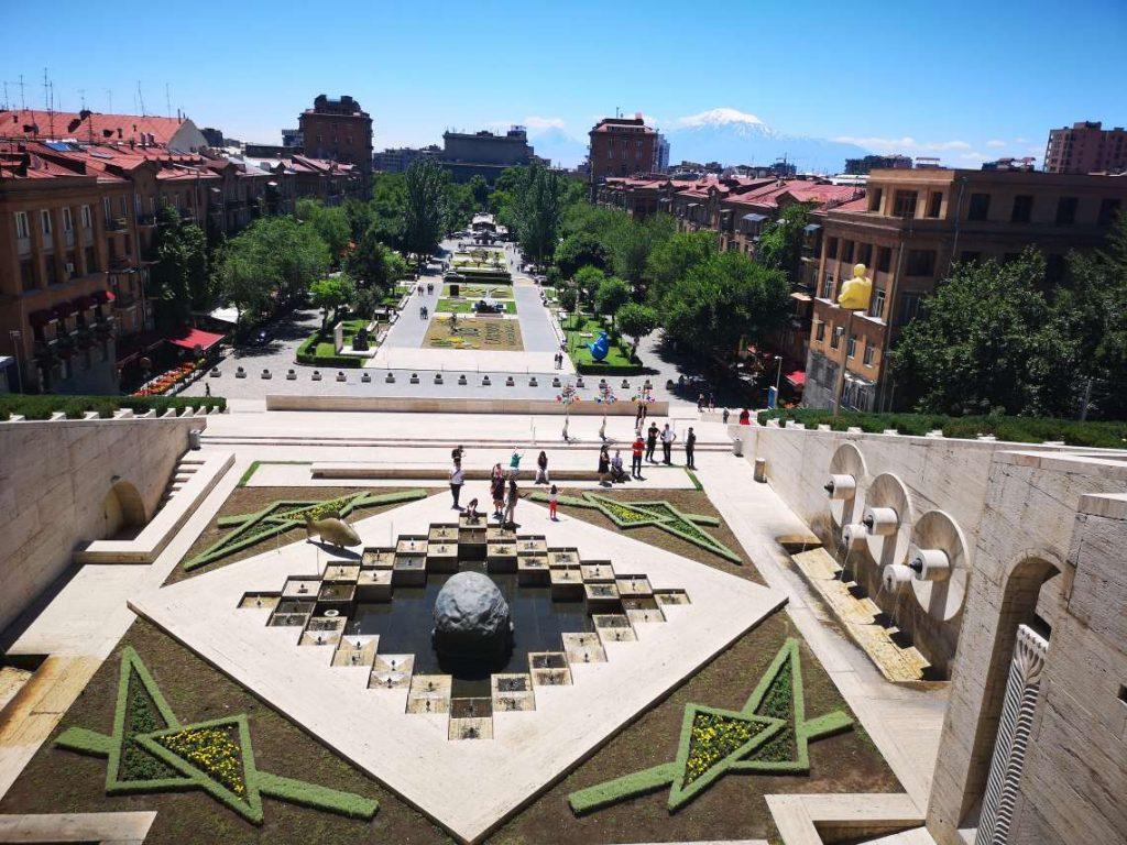 Каскадите и паркът пред тях в Ереван