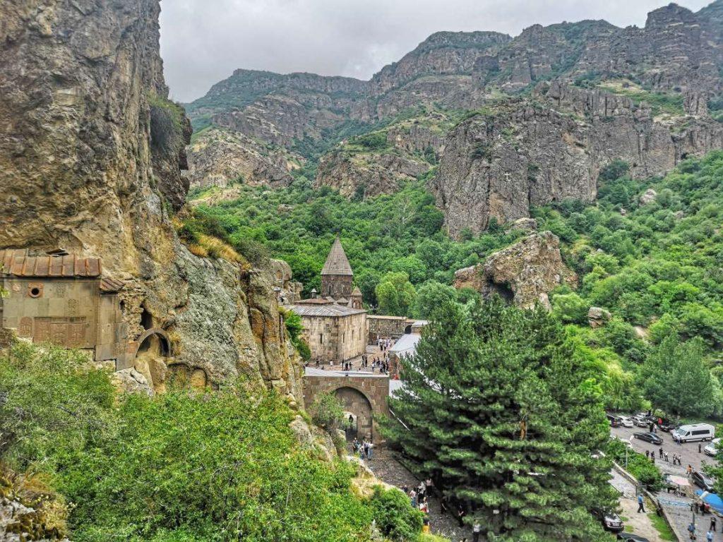 Гледка към Манастирът Гегхард