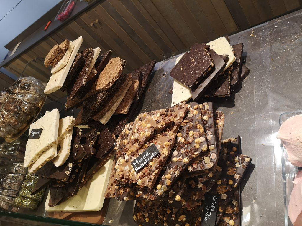 Ръчни шоколади в работилнички в Брюж